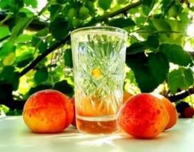 Ароматний самогон з персиків фото
