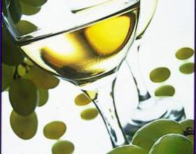 Біле столове вино фото