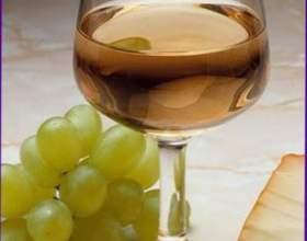 Біле сухе вино фото