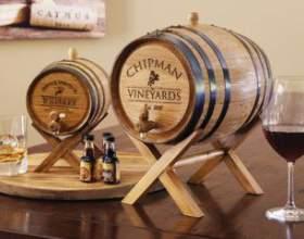 Бочки дубові для зберігання вина і коньяку фото