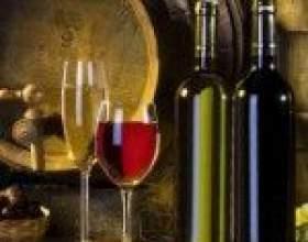 Бочкова та темно-зелена витримка вина фото