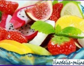 Десерт з вина і фруктів фото