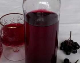 Домашнє вино з чорноплідної горобини фото