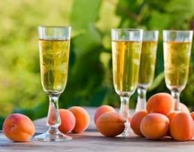 Готуємо домашнє вино з абрикосів фото
