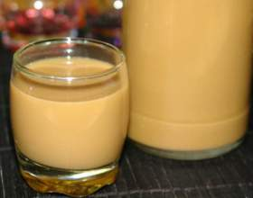 Як виготовити лікер із згущеного молока: 4 смакових варіанти фото