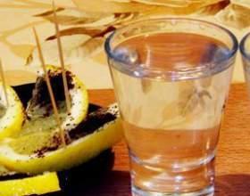 Як очистити самогон від неприємного запаху в домашніх умовах фото