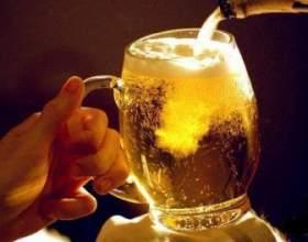 Як правильно наливати пиво з пляшки в келих без піни фото