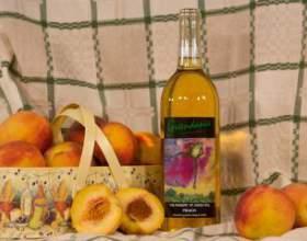 Як зробити домашнє вино з персиків фото