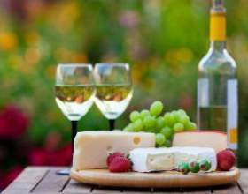 Які страви подають до червоного і білого вина фото