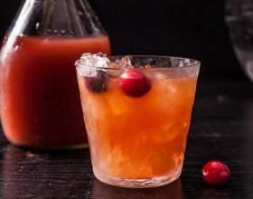 Карибська ніч. Кращі коктейлі з ромом і журавлинним морсом фото