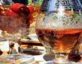 Коньяк з горілки - рецепт настоянки-імітації на дубовій корі і ягодах фото