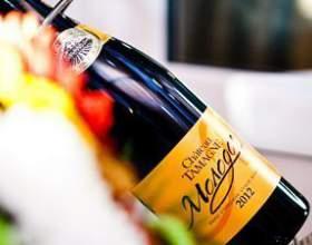 Червоне і біле французьке вино як еталон якості фото