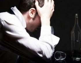 Чи можна вживати алкоголь після видалення зуба? фото
