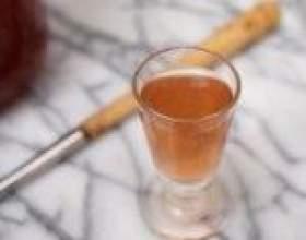 Лікер з ягід червоної або жовтої аличі фото