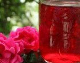 Наливки з пелюсток троянд фото