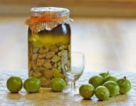 Настоянка з волоського горіха на спиртовій осноⳠфото