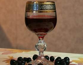 Настоянка червоної і чорної смородини на горілці фото