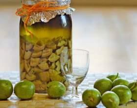 Настоянки з зелених горіхів на горілці і спирті фото