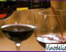 Переливання вина фото