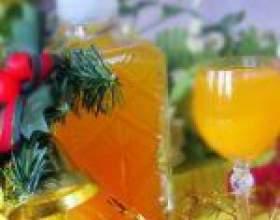 Святкова мандаринова наливка з цедри з ялиновими гілками фото