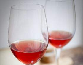 Рецепти, як приготувати домашнє вино з шипшини фото