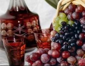 Старовинна виноградна настоянка на горілці фото