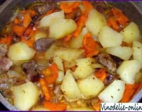Тушкована картопля фото