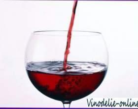Вино з чорноплідної горобини фото