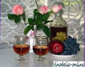 Вино з пелюсток троянд фото