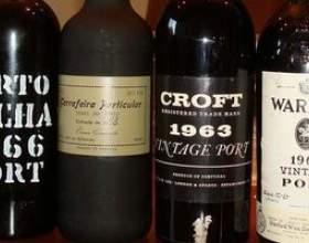Смачне португальське вино фото