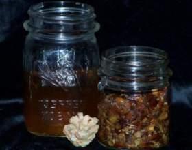 Горілка на волоських і кедрових горіхах фото