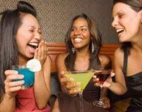 Жінки майже наздогнали чоловіків за кількістю споживаного спиртного фото