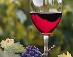 Червоне напівсолодке вино фото