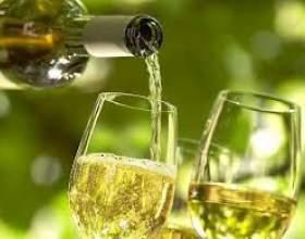 Вино з агрусу фото